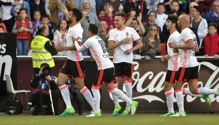 Валенсия победи Депортиво (Ла Коруня) с 2:0