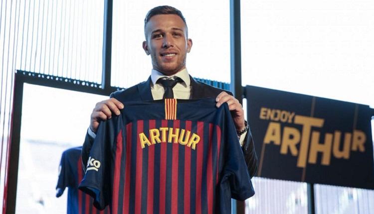 Барселона представи Артур Мело