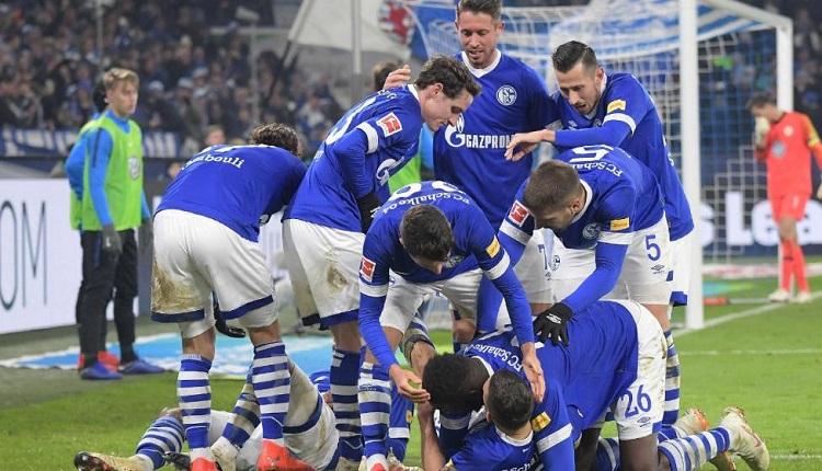 Шалке 04 победи Волфсбург с 2:1