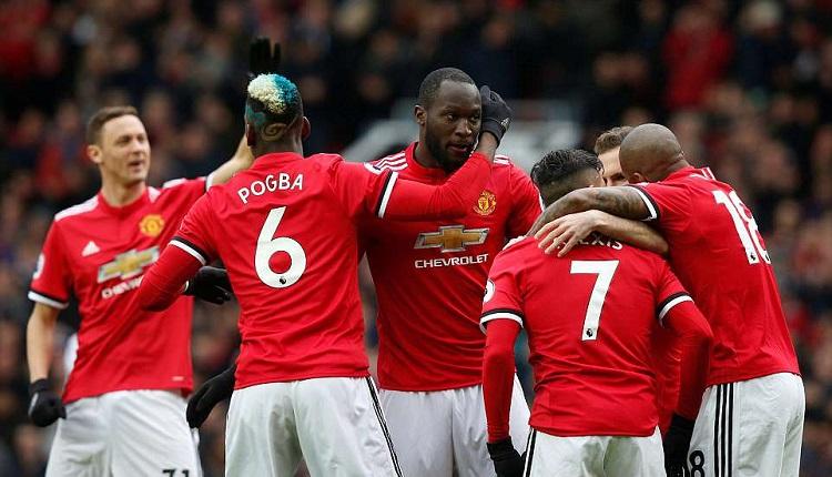 Манчестър Юнайтед победи Суонзи с 2:0
